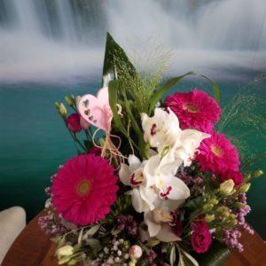 Ramo de flores con gerberas y orquídeas